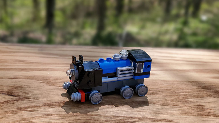 The finished Lego steam engine in micro scale.